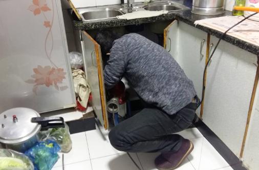 厨房存水弯疏通有什么技巧?