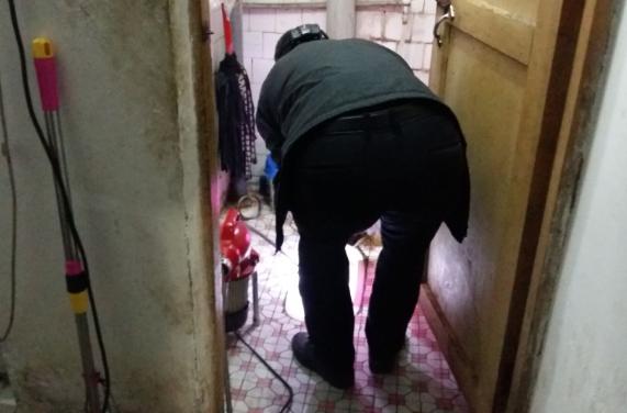 大转盘疏通厕所案例