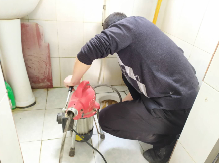 卫生间下水道严重堵塞怎么疏通?