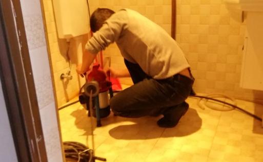 厕所堵塞的具体原因以及疏通解决方法?