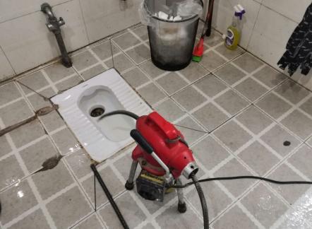 厕所下水道疏通机使用方法