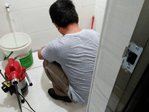 抽厕所怎么疏通?