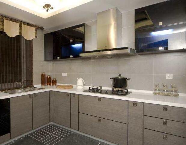 厨房隔断玻璃门的装修设计
