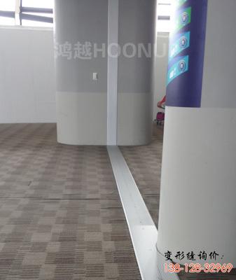 浦东机场地面变形缝
