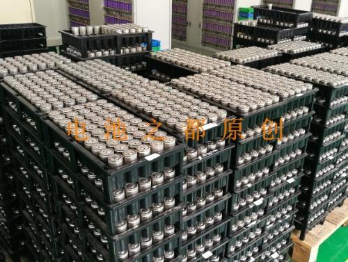 正在分容的库存32650磷酸铁锂锂电池