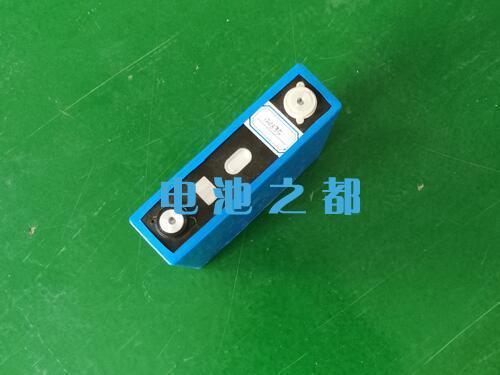 沉孔扭螺丝工艺的方形磷酸铁锂锂电芯