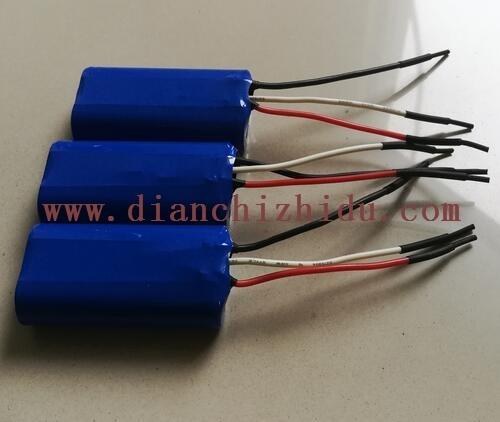 7.4V18650锂电池为什么出3根线?