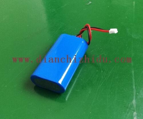 6.4V圆柱形锂电池生产厂家做的6.4V圆柱形锂电池还带插头了