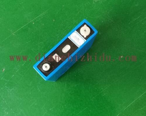 一款大容量磷酸铁锂3.2V100Ah锂电芯