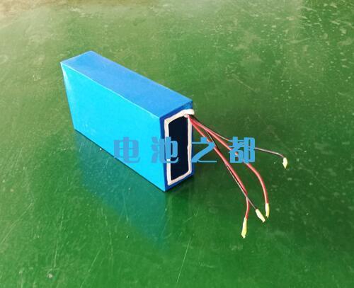 一组充电线和一组放电线的海洋机器人储能锂电池组
