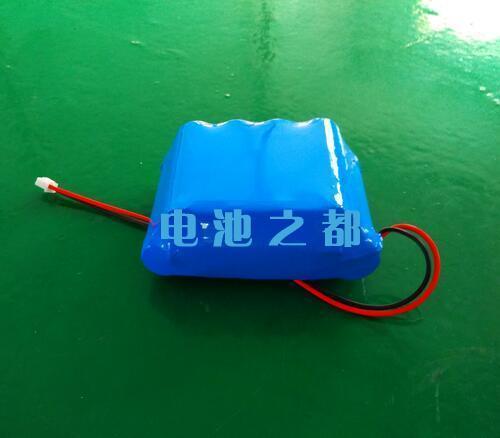 带插头的33.3V18650锂电池组