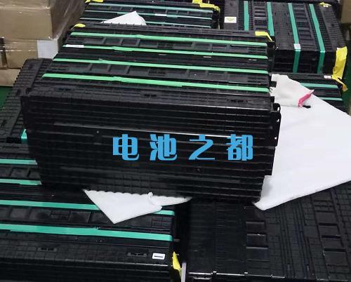 这些是比亚迪e6用的100Ah32V磷酸铁锂电池模组