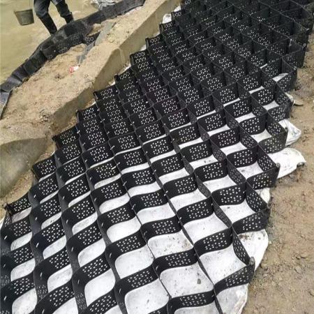蜂巢土工格室用于老路段加筋土的优越性及正确施工方法