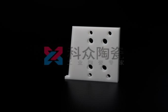 工业陶瓷配件的优势在于应用范围广硬度高