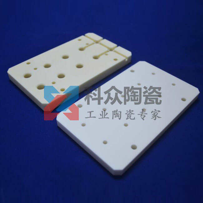 氧化铝工业陶瓷板多孔