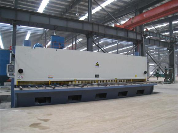 QC11Y-20X9000大型数控闸式剪板机