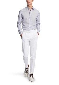 淡蓝色格子衬衫