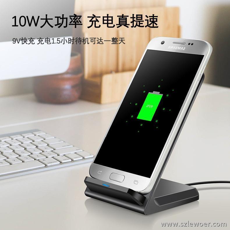 智能手机屏幕电池图标显示无线充电器充电状态