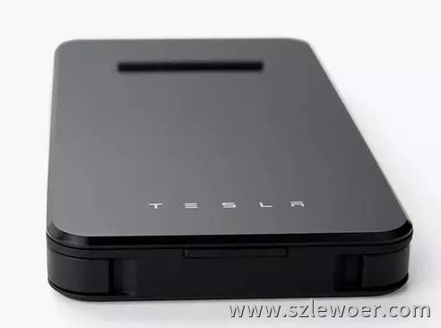 特斯拉推出带无线充电功能的充电宝颜值很高