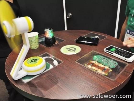 图 日本咖啡厅推广无线充电,桌面上可以看到内部的无线充电装置(图片引自itmedia)