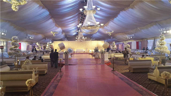 How to Decorate a Wedding Tent ...
