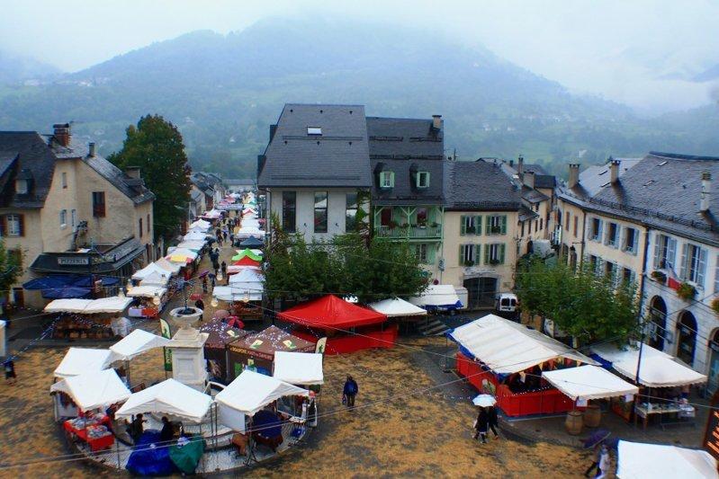 Villiage Market Tent with Stro ...