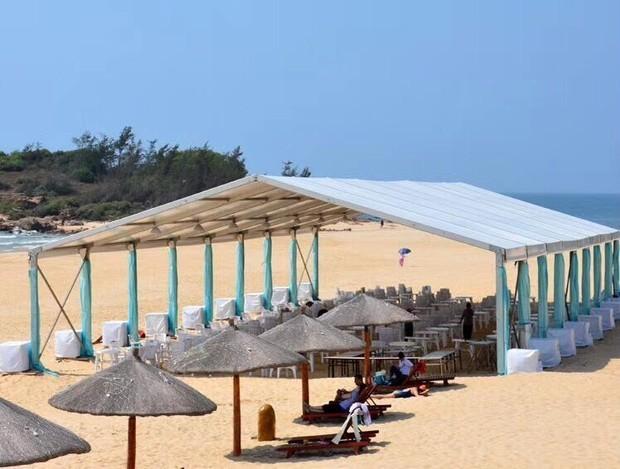 The A-frame tents on the beach ...