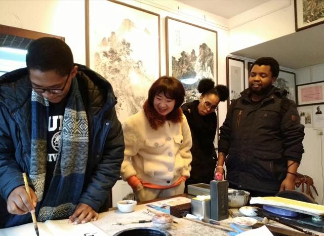 㔀㔀协늀襛卓培训班外国学员体验中国绘画精髓