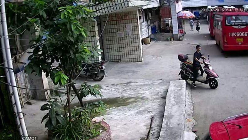 监控曝光盗车贼,仅一分钟不到就被盗走