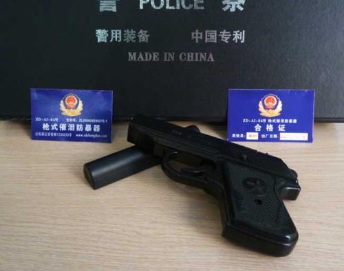 中国特警的基本装备脉冲电警棍