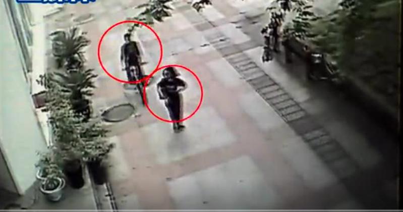 男子持电击棍抢劫,遭热心市民围追堵截