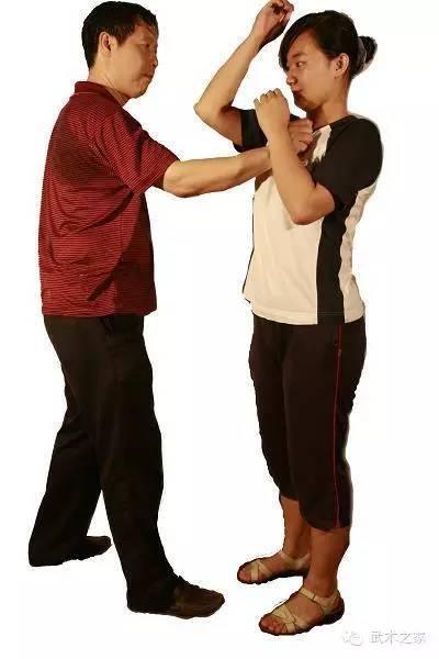 女子自卫防身技巧教学之折肘攻击