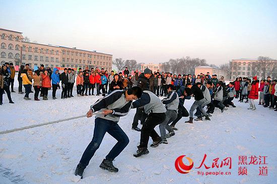 """哈尔滨租车-哈尔滨""""百万青少年上冰雪""""活动提供用车"""