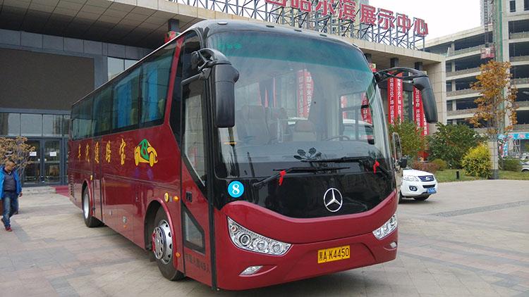 哈尔滨租车-47+1+1座全新高端大气上档次红色奔驰