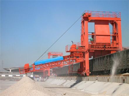 螺旋卸車機主要應用於火力發電廠,是一種高效的機械化卸煤設備,能將煤從鐵路貨車上迅速卸下,減少鐵路列車滯留時間。也廣泛應用於煤炭、冶金、化工、建材等行業進行煤碳、砂子、石灰等散狀物料的卸車作業。