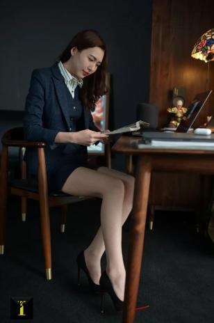 职业装是女性走入社会的战袍