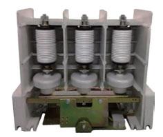 该系列产品为全国联合设计机型,适应于交流50~60Hz,主回路额定电压12kV,额定电流分别为160~1250A等级的电力系统中, 供直接或远距离接通和分断主电路及频繁控制容性负载、交流电动机、变压器等电气设备。广泛应用于电网无功补偿、石化、冶金、给排水处理、煤矿井下设备等场合。该产品使用环境海拔高度不超过1000米。