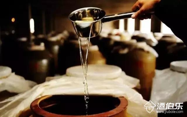 酒伯乐:正宗的酱香酒是什么滋味,可能有些人一辈子也不知道!