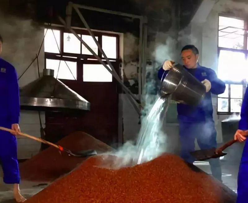 为什么说酱香型白酒酿造工艺是最复杂的蒸馏酒酿造工艺?
