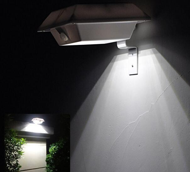 4 LED Square garden fence solar lamps in night