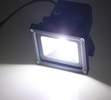 5W led flood light with solar panel at night