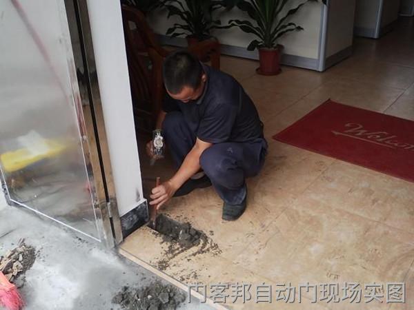 玻璃门安装地弹簧方法,玻璃门地弹簧如何开槽