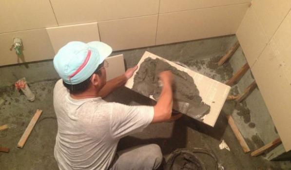 在重庆旧房翻新装修时,瓷砖铺贴有哪些注意事项25.