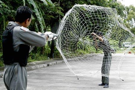 防暴网枪又称为捕捉网,射网器,捕网器,抓捕网