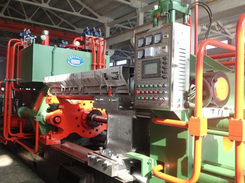 铝型材挤压机操作步骤与关键
