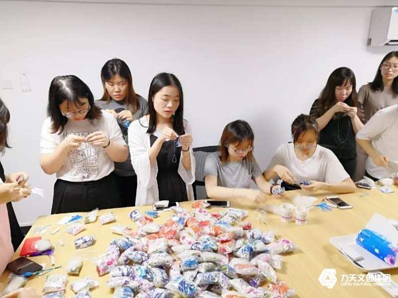 2019力天文创集团端午节  绣香囊