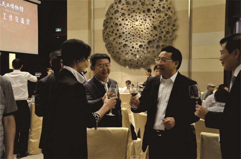 广州市委副书记陈如桂汇报肯定力天展览公司农民工博物馆陈列布展工作