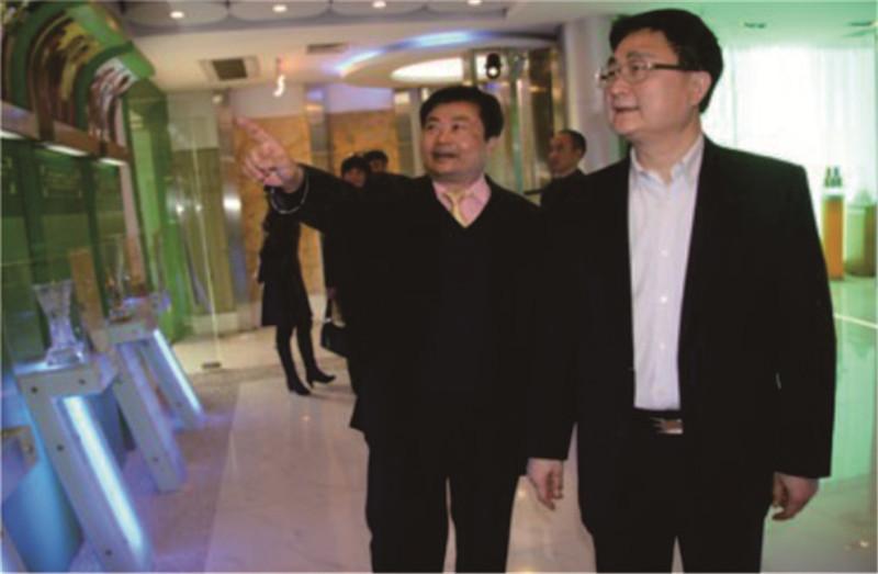 广东省文化厅方健宏厅长参观神农草堂中医药博物馆