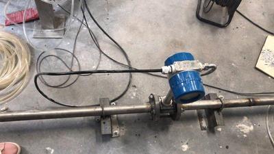夹持式涡街流量计主要用于仪表通过管道上