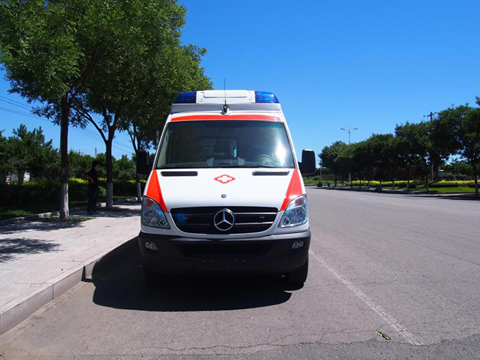 奔驰凌特315急救车